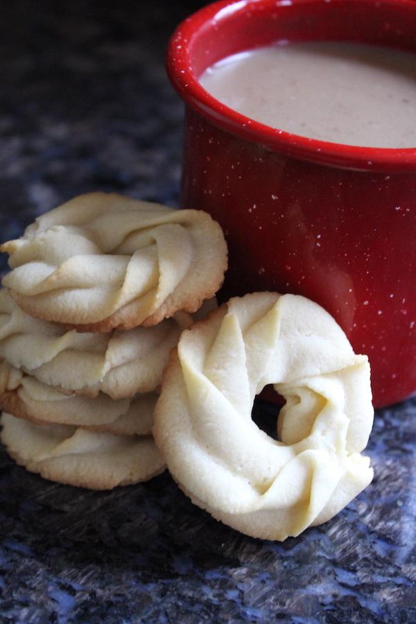 Danish Butter Cookie Recipe (Vaniljekranse)